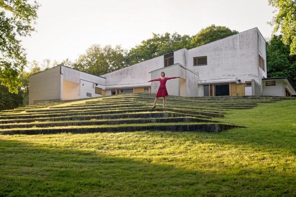 Elina Brotherus, Maison Carré, Alvar Aalto