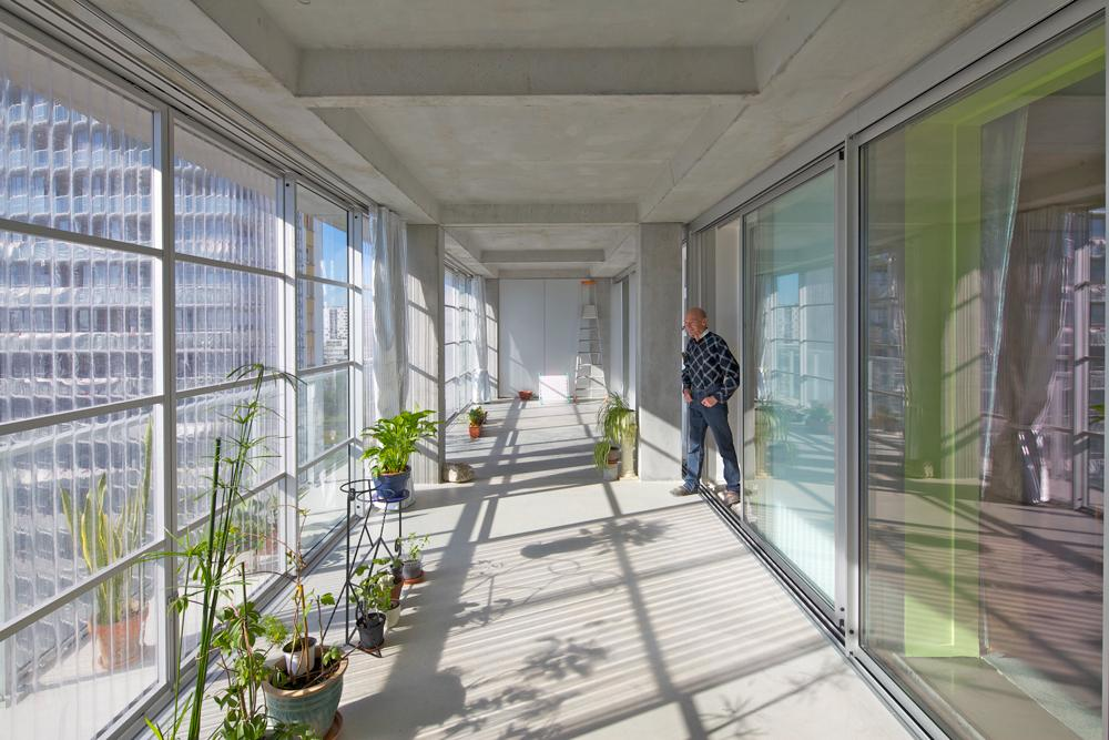Apartment at Grand Parc housing estate with added winter gardens, designed by Lacaton & Vassal, photo ©Philippe Roualt