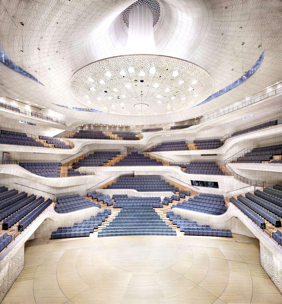 """Candida Höfer. Elbphilharmonie Hamburg Herzog & de Meuron Hamburg 2016 © Candida Höfer / VG Bild Kunst, Bonn, 2016 Nur zur Berichterstattung über die Ausstellung """"Elbphilharmonie Revisited"""", Deichtorhallen Hamburg"""